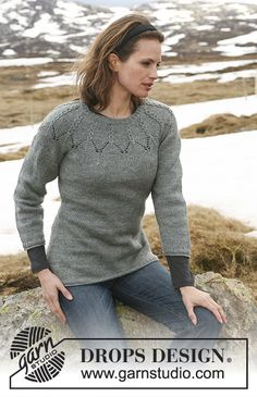 "Hardanger - DROPS jumper with cables and round yoke sleeves in ""Karisma"". Size S - XXXL - Free pattern by DROPS Design Ladies Cardigan Knitting Patterns, Knitting Patterns Free, Knit Patterns, Free Knitting, Free Pattern, Drops Design, Pulls, Knit Crochet, Sweaters For Women"