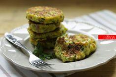 Le polpette di zucchine e Parmigiano Reggiano sono morbidissimi burger saporiti, che si preparano in un attimo. Sfiziosissime, si gustano calde o fredde.