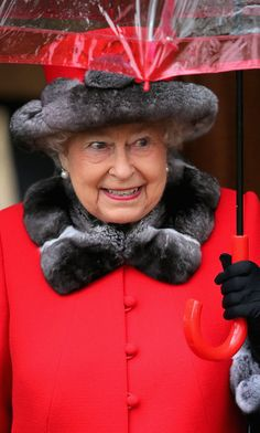 Queen Elizabeth II Photos - Queen Elizabeth II attends a Christmas Day church service at Sandringham on December 2015 in King's Lynn, England. - The Royal Family Attend Church On Christmas Day Hm The Queen, Royal Queen, Her Majesty The Queen, Save The Queen, Queen And Prince Phillip, Prince And Princess, Prince Philip, Princess Diana, Queen Hat