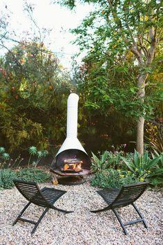 Mid Century Modern Outdoor Fireplace - Image via Designlovefest