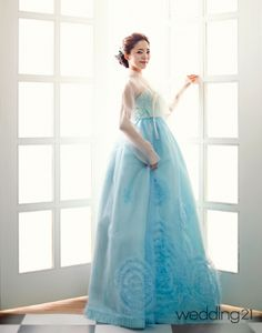 Hanbok | Korea Korean Traditional Dress, Traditional Fashion, Traditional Dresses, Japanese Outfits, Korean Outfits, Henri Bendel, Modern Hanbok, Korean Dress, Korean Model