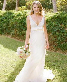 Beautiful bride in Hawaii! #urbanveil #destinationwedding #weddingdestination #hawaiiwedding #weddingplanning #weddingceremony