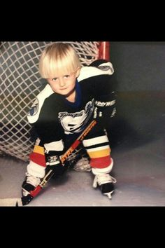 Little william nylander Ice Hockey Players, Nhl Players, Hockey Memes, Funny Hockey, William Nylander, Hockey Boards, Hockey Baby, Young Guns, Kids Suits