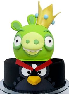 Bomb and King Pig cake! A great idea for your Angry Birds party!!