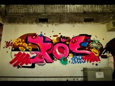 Essa é uma das obras do Fábio, de Porto Alegre. Com misturas de cores que causam impacto, o artista disse que gosta de falar de amor! Fofo *-*