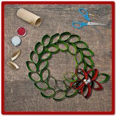 Hagamos una corona navideña para decorar la puerta de nuestra casa con ayuda de nuestros peques. ¡Compártenos su manualidad! ¿Qué necesitas? Lápiz adhesivo marca Pritt, tubos de papel de baño, tijeras, pinturas y diamantina. #Pritt #Pegamento #Manualidades #Navidad #Decoración #Hogar #Crafting