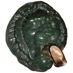 Mascaron tete de lion - avec bec verseur - H.27 cm L.24 cm - Réf. 0407 Excideuil - Dordogne