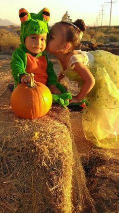 Princess and The Frog Halloween costumes for siblings!