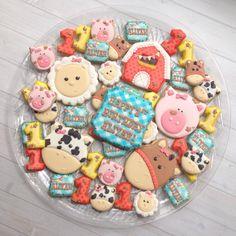 Farm cookies #madriscookiekitchen #decoratedcookies #farm #firstbirthday #heehaw