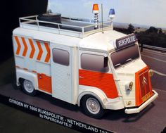 Citroen H Rijkspolitie 1 This is the paper model of Citroen H van used as thecnical patrol car (TPW) by Rijkspolitie (the Netherland's state police from 1945 to 1993). The van were equipped with a large amount of instruments, photographic material, power generator, reflectors and first aid kit. Note that only the late Citroen H built in Netherland and Belgium were fitted with front hinghed doors.  1/35 scale model.