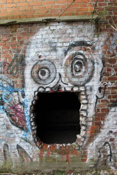 gaping - зияющий, широко открытый, разинутый, зевающий. yawning