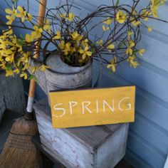 Tons of small front porch ideas. Simple and easy DIY projects and fun ideas for how to decorate your front porch, especially if it's tiny! If you're looking for a great way to spruce up your small front porch, you'll find tons of ideas here. Primitive Homes, Primitive Decor, Primitive Christmas, Front Door Decor, Front Porch, Front Doors, Spring Home, Spring Sign, Porch Decorating