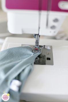 Kuinka huolitella pääntie kaksoisneulalla - Käsityökekkerit Sewing, Adidas, Dressmaking, Couture, Stitching, Sew, Costura, Needlework
