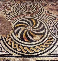 Mosaic floor of the villas of Domus Romane. Photo courtesy of Fra i vicoli di Roma.