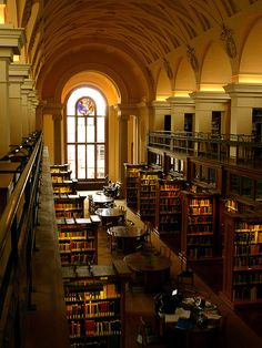 Beautiful Libraries and Bookshops.College Library, Cambridge, England, photo via besttravelphotos. Beautiful Library, Dream Library, Library Books, Reading Books, Cambridge Library, Cambridge England, Old Libraries, Bookstores, Library Architecture