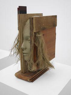 Mark Manders (1968) is een Nederlandse beeldend kunstenaar. Zijn werk werd getoond op tentoonstellingen in Nederland en daarbuiten en bevindt zich in tal van internationale collecties. Manders' oeuvre bestaat voornamelijk uit installaties, tekeningen, sculptuur en korte films.