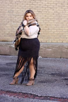It was feeling a little like Fall last week. Check out this plus size fringe faux suede skirt from Fashion to Figure and this blanket scarf on Natalie in the City . Curvy Outfits, Plus Size Outfits, Fashion Outfits, Fashion Styles, Big Girl Fashion, Curvy Women Fashion, Curvy Plus Size, Plus Size Model, Full Figure Outfits