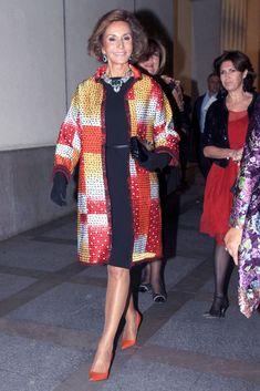 De la Renta a través de 50 vestidos. Nati Abascal, clienta y amiga, con abrigo del diseñador.