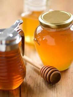 Honey and Cinnamon. Things You'll Need Honey Ground cinnamon Hot water and teaspoon of ground cinnamon to 1 cup water. the mixture then strain. Divide the liquid into 2 equal servings. 1 portion upon rising in the morning be Homemade Facial Mask, Homemade Facials, Homemade Beauty, Diy Beauty, Homemade Masks, Homemade Products, Beauty Secrets, Honey And Cinnamon, Raw Honey