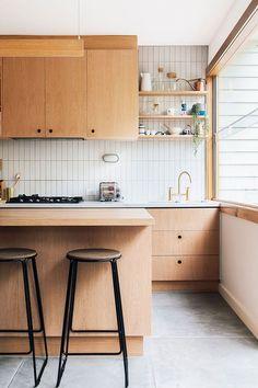 Home Interior, Kitchen Interior, New Kitchen, Kitchen Dining, White Tile Kitchen, Kitchen With Wood Cabinets, Scandinavian Kitchen Cabinets, Kitchen Ideas, Modern Kitchen Backsplash