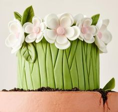 Cake with Fondant Flowers by Craftsy Instructor Lesley Wright #caketutorial