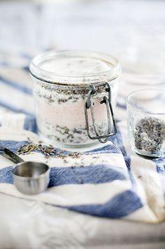 Recept på hemlagad fot- och badsalt: http://martha.fi/sv/radgivning/recept/view-93381-5219