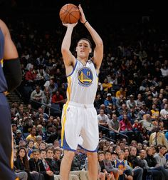 Klay Thompson led the Warriors with 22 points, including four three-pointers. (12.1.12)