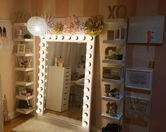 I've been spotting some fantastic DIY vanity mirror recently. Here are ideas some of DIY vanity mirror to beautify your room. Tag: Vintage Vanity Mirror, round Vanity Mirror, vanity mirror with lights. Vanity Room, Bedroom Design, Room Inspiration, Room Diy, Glam Room, Bedroom Decor, Room Makeover, Room Design, Apartment Decor