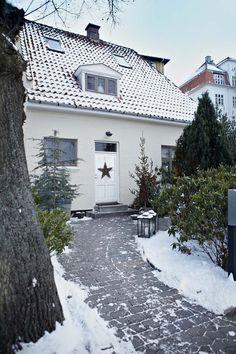 Keltainen talo rannalla: Vintagea, rustiikkia ja joulua