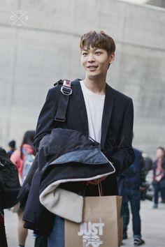 Seoul Fashion Week 2015 S/S Street style!!! #model #offduty #LeeCheolWoo 이철우
