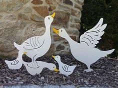 """Gartenstecker Beetstecker Gans """"Tybbke"""", diese Martinsgans / Ente, dieser Erpel, Enterich, Vogel ist ein echtes Schnäppchen als Präsent für Ihre Frau und auch zu Weihnachten eine besondere Geschenkidee. Ein wunderschönes Geschenk aus Metall auch zum Geburtstag. Witterungsbeständig statt Rostoptik, für Ihren Garten, als Deko vor Ihrer Haustür als Blickfang am Teich oder vor dem Brunnen.: Amazon.de: Garten Bird Silhouette Art, Easter Party, Wood Design, Rooster, Art Drawings, Stencils, Crafts For Kids, Mosaic, Birds"""