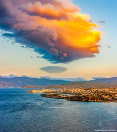 """⚡️ """"LOS MOMENTOS FAVORITOS DE @HACERFOTOS (21/4/2017)"""" https://twitter.com/i/moments/855432903366512641  Puesta d sol sobre la isla d Creta, #foto d Vladimir Sklyarov"""