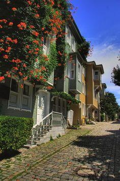 Soğuk Çeşme Sokağı - İstanbul Beautiful remodeled houses right behind Aya Sofia. Love that street.