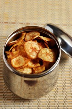 Banana chips recipe with step by step photos. learn how to make very crispy and tasty banana chips with this easy recipe! Raw Banana, Banana Chips, Best Comfort Food, Comfort Foods, Real Food Recipes, Snack Recipes, Snacks, Plantain Chips Recipe, Sandwich Sides