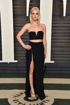 Jennifer Lawrence Shows Off Some Leg at Oscars 2016 Vanity Fair Party!: Photo Jennifer Lawrence steps out in a different look for the 2016 Vanity Fair Oscar Party after the 2016 Oscars held at the Wallis Annenberg Center for the Performing… Selena Gomez, Jennifer Lawrence Fotos, Jennifer Lopez, Lawrence Photos, Party Looks, Taylor Swift, Graydon Carter, Oscar Dresses, Vanity Fair Oscar Party