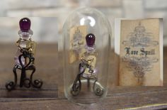 Love potion #9....spell bottle under glass Haunted Dollhouse, Dollhouse Miniatures, Halloween Apothecary, Witch Cottage, Halloween Miniatures, Fairy Gardening, Love Spells, White Magic, Cabinet Of Curiosities