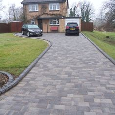 Most Popular Modern Driveway Paving Ideas and Layouts Block Paving Driveway, Modern Driveway, Stone Driveway, Driveway Design, Paver Walkway, Driveway Landscaping, Driveway Ideas, Patio Design, Concrete Pavers
