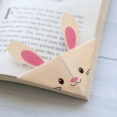 These woodland animal origami bookmarks are adorable! Make a DIY origami bookmark out of one piece of paper with 7 free printable origami templates.
