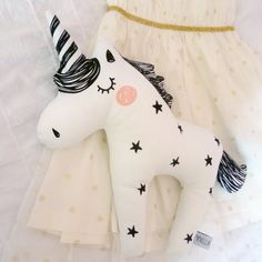 Cojín unicornio - Black And White Twinkle Star Unicorn Cushion by Foxella and Friends, available at Bobby Rabbit. Unicorn Cushion, Unicorn Pillow, Tilda Toy, Diy Couture, Fabric Toys, Sewing Dolls, Unicorn Party, Diy Toys, Sewing For Kids