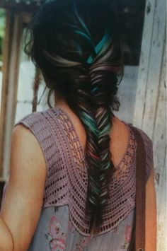Hair Chalk - Awesome Teal Fish Tail Braid - this is awesome, it looks. Is it weird that I'd want this as my wedding hairstyle? My Hairstyle, Pretty Hairstyles, Braided Hairstyles, Hairstyles Haircuts, Summer Hairstyles, Teenage Hairstyles, Bright Hair Colors, Hair Colours, Pastel Colors