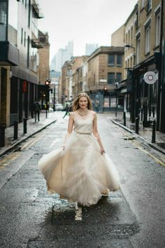 Lace & tulle contemporary city wedding dress by Faith Caton-Barber  Photography: www.sofiaplana.com