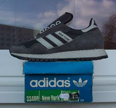 Adidas New York I'm in love Adidas Classic Shoes, Classic Sneakers, Casual Sneakers, Casual Shoes, Adidas Sneakers, Adidas Vintage, Adidas Originals Jeans, Adidas Runners, Adidas Fashion