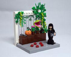Morticia Addams Image by Letranger Absurde Lego Design, Pikachu, Pokemon, Lego Technic, Lego Minifigs, Lego Sets, Halloween Lego, Lego Pictures, Lego People