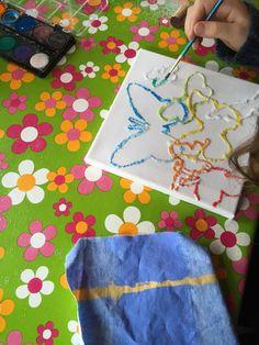 Verjaardag Evelyne 10 jaar: thema vlinders en knopen lijmen
