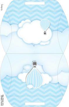 Caja almohada. Globo aerostático azul.