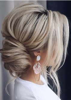 In this post we have made a collected absolutely fantastic braided updos and bun to wear in 2019. We have compiled here fantastic wedding updos to wear nowadays.