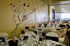 Black and white manzanita centerpiece