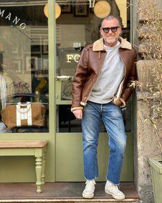 Men Over 50, Sheepskin Jacket, Mens Fashion, Fashion Outfits, Fashion Over 50, Mens Clothing Styles, Vintage Men, Menswear, Normcore