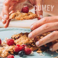 La felicidad de llevar a la mesa las #Galletas con el NUEVO Mix de #Cereales #CUMEY y arándanos preparadas por ti.  Puro sabor de la naturaleza, para ¡gente real!. . #tasty #cereal #desayuno #happy #avena #recetas  . Un producto con el sello @pronalce Raspberry, Strawberry, Fruit, Breakfast, Food, Grains, Happiness, Naturaleza, Essen