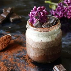 Chocolate for breakfast is like the best way to start the day, right? Very simple ombre chocolate chia pudding